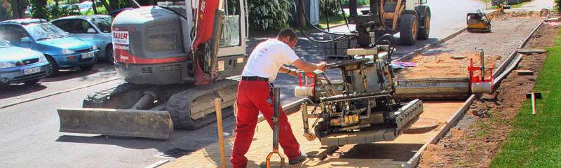 Ein erfahrenes Team gut ausgebildeter Fachkräfte führt für unsere Kunden Asphalt-, Beton- und Steinsetzarbeiten nach den gültigen Vorschriften aus.